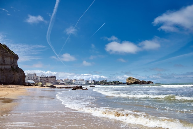 Miasto biarritz i jego piękna piaszczysta plaża