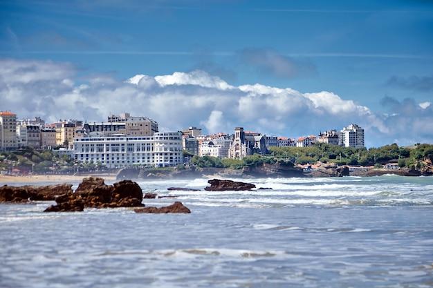 Miasto biarritz i jego piękny ocean