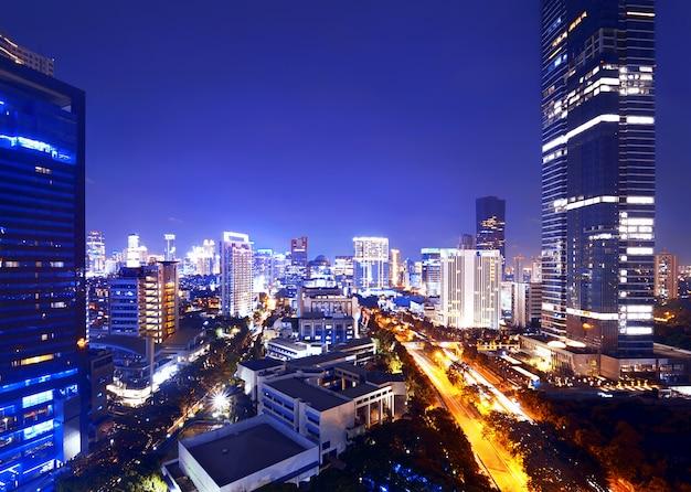 Miasto dżakarta nocą