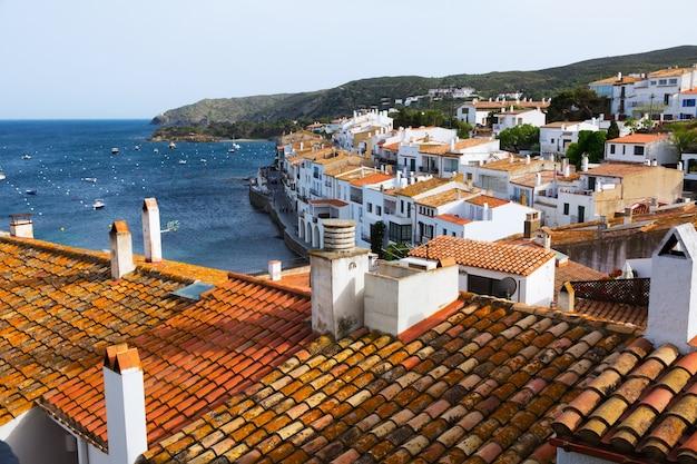 Miasto na morzu śródziemnym. cadaques