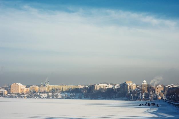 Miasto nad jeziorem