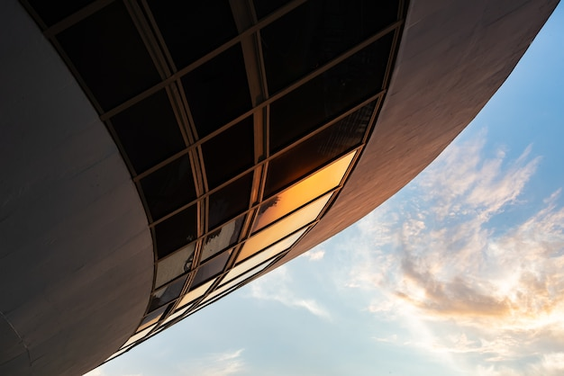 Miasto niteri, stan rio de janeiro brazylia, ameryka południowa plaża xaicara i muzeum sztuki współczesnej mac, architekt oscar niemeyer