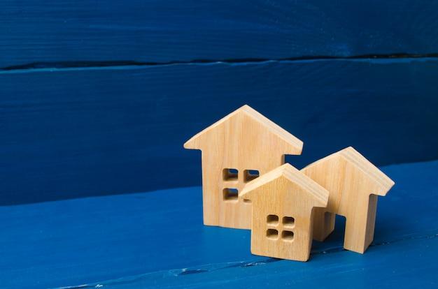 Miasto, osada. minimalizm. do prezentacji. rynek nieruchomości. trzy domy