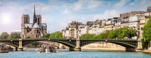 Miasto paryż od strony sekwany