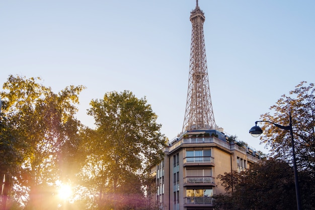 Miasto paryż z wieżą eiffla