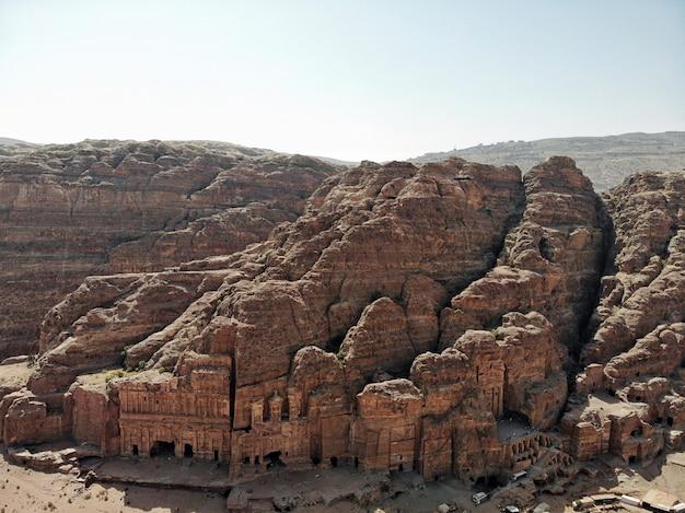 Miasto petra. świetne historyczne miejsce w jordanii