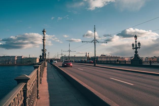 Miasto poddane kwarantannie. ulica historycznego centrum św. piotra
