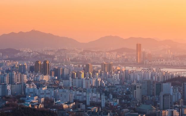 Miasto seul i rzeka han w yeouido w seulu