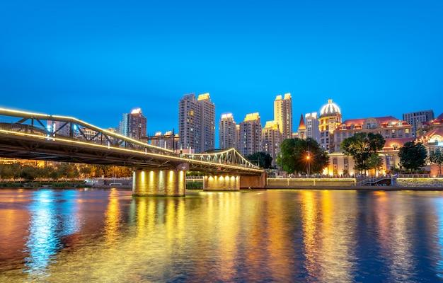 Miasto tianjin, chiny, nocny widok