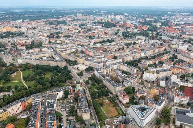 Miasto wrocław z góry. dużo domów