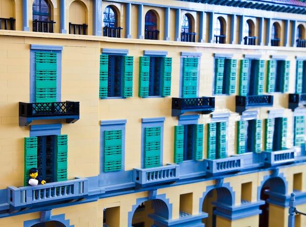 Miasto z klocków budowlanych typu lego