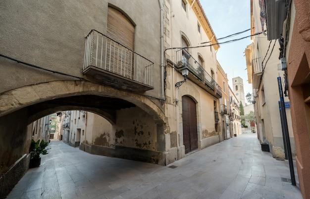 Miasto z opuszczonymi ulicami