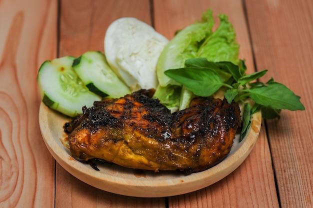 Mie ayam bakso delicius tradycyjne jedzenie