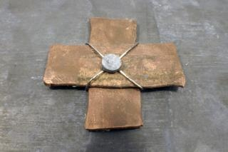 Miedzi krzyż