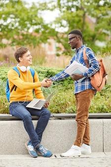 Międzynarodowa przyjaźń w college'u