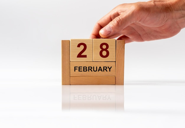 Międzynarodowy dzień chorób rzadkich, napis na kalendarzu drewnianego sześcianu.
