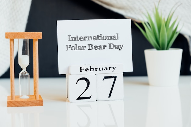 Międzynarodowy dzień niedźwiedzia polarnego w kalendarzu miesiąca zimowego lutego.