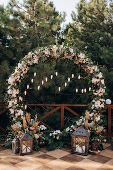 Miejsce ceremonii ślubnej, wystrój krzeseł łukowych