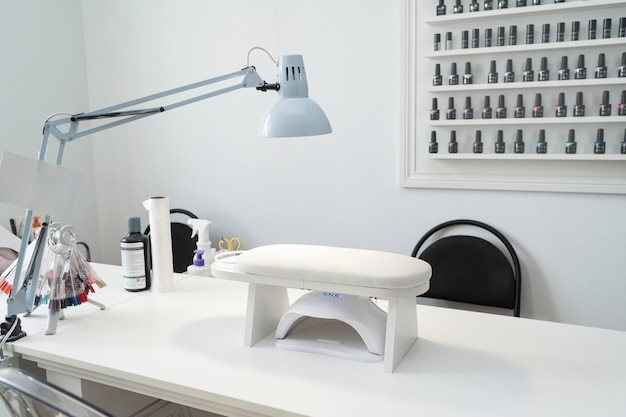 Miejsce do manicure w salonie kosmetycznym