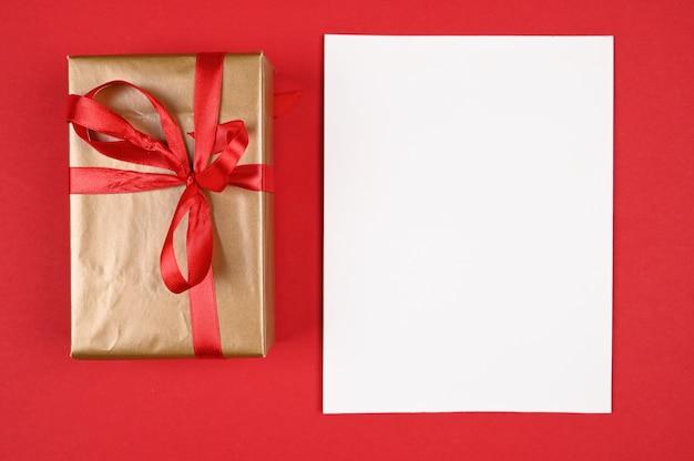 Miejsce na napis na czerwonym tle nowego roku.