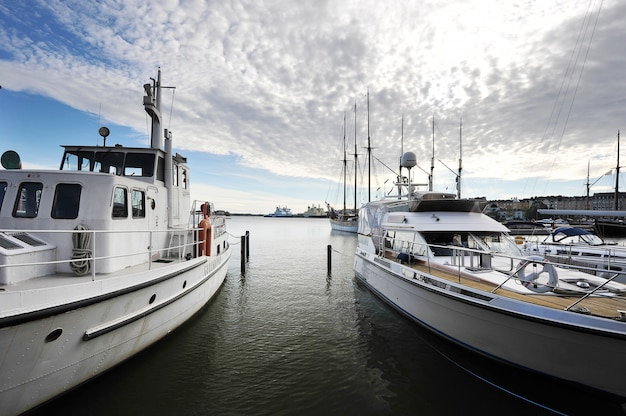 Miejsce postoju marina w centrum helsinek, finlandia