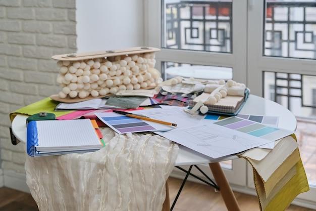 Miejsce pracy projektanta tekstyliów, dekoratora wnętrz