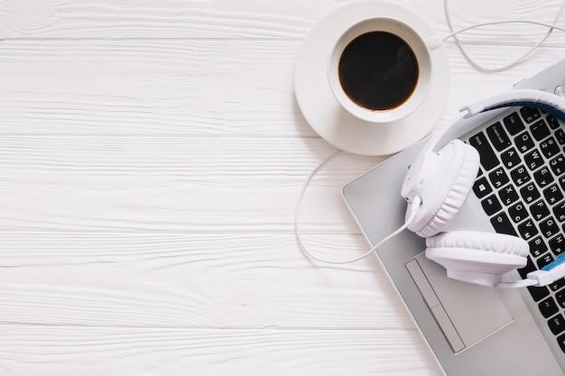 Miejsce pracy z kawą