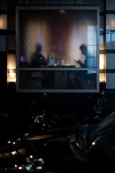 Miejskie tajemnicze światła filmowej estetyki