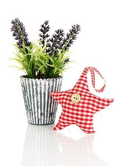 Miękka zabawka w kształcie gwiazdy z lawendą na białym tle