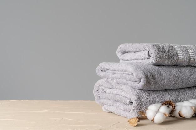Miękkie bawełniane ręczniki z bawełnianymi kwiatami
