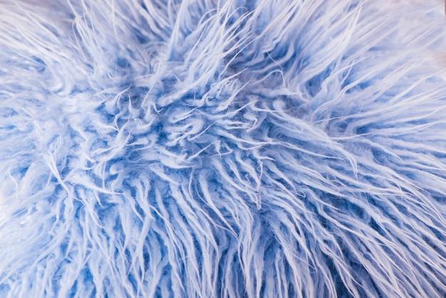 Miękkie niebieskie futro na puszystym tle