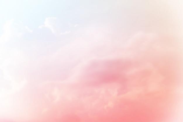 Miękkie pochmurne tło pastelowe gradientu