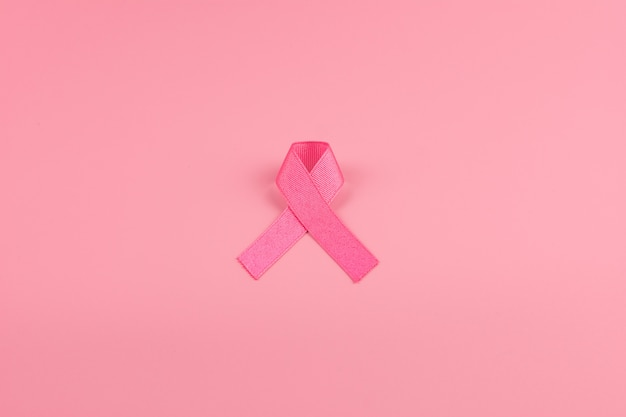Miesiąc świadomości raka piersi, różowa wstążka wspierająca życie i choroby. opieka zdrowotna, międzynarodowy dzień kobiet i światowy dzień walki z rakiem