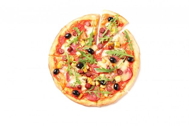 Mięsna pizza z arugula odizolowywającym na białym tle