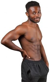 Mięśniowy afrykański mężczyzna odizolowywający na bielu