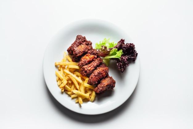 Mięso i smażone ziemniaki