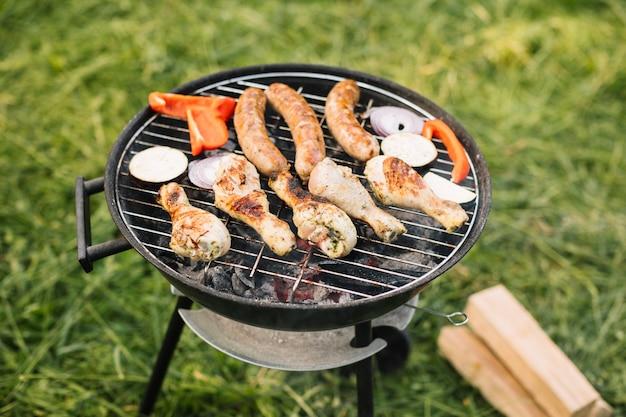Mięso na grillu w przyrodzie