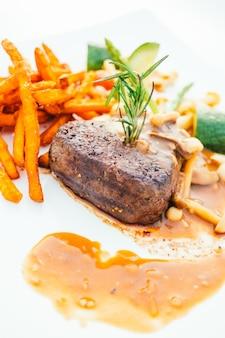 Mięso polędwica wołowa z warzywami