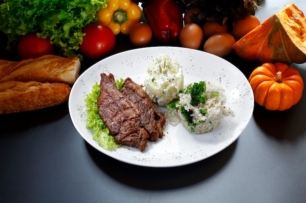 Mięso ryż warzywa ziemniaki