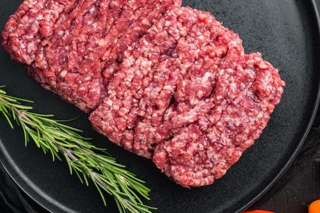 Mięso wołowe z mielonego marmuru, widok z góry na płasko