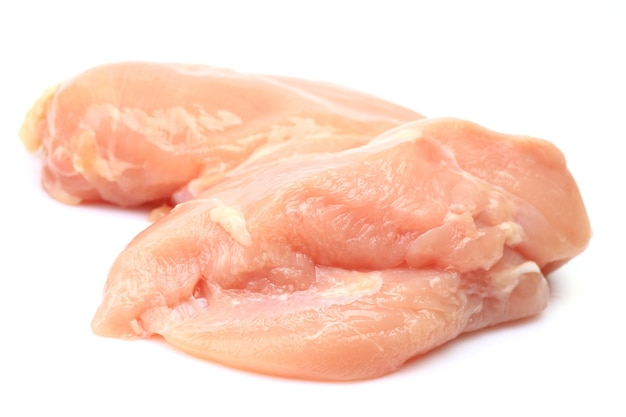 Mięso z kurczaka na białym tle