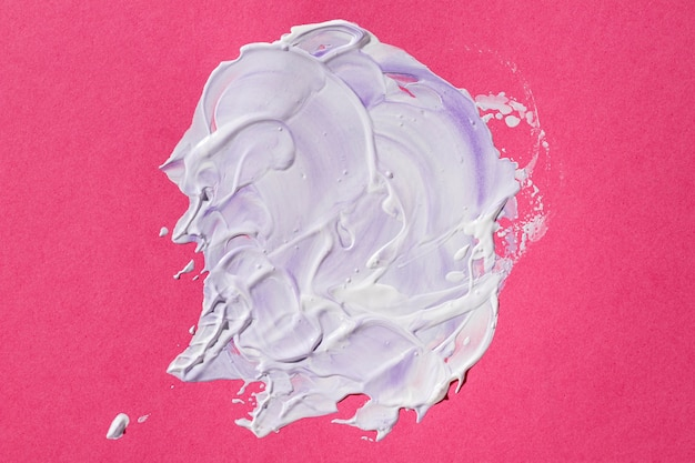 Mieszana farba na różowym tle