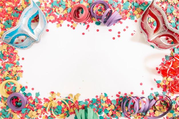 Mieszane kolorowe konfetti