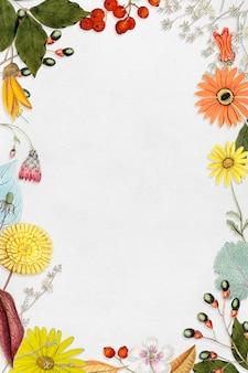 Mieszane kwiaty zdobione pustą ramką w tle