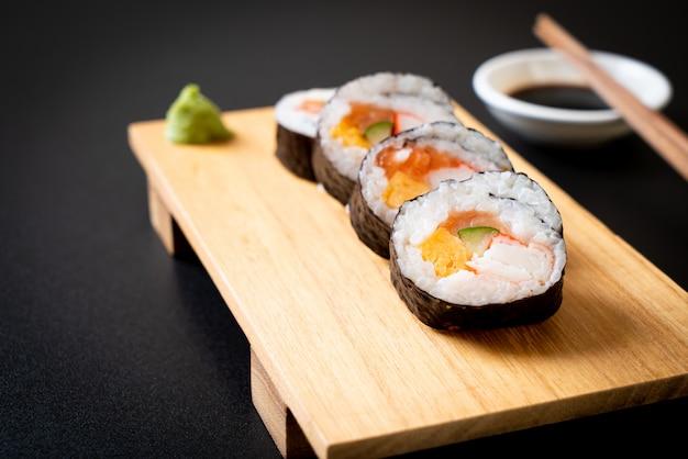 Mieszane makis sushi roll