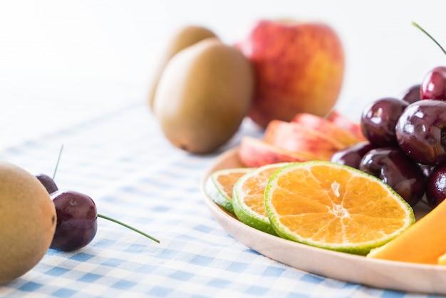 Mieszane plasterki owoców