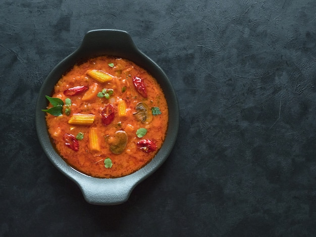 Mieszane warzywne curry goan, indyjskie jedzenie