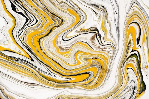 Mieszanka farb akrylowych. nowoczesna grafika. żółto-czarne mieszane farby akrylowe. płynna marmurowa tekstura.