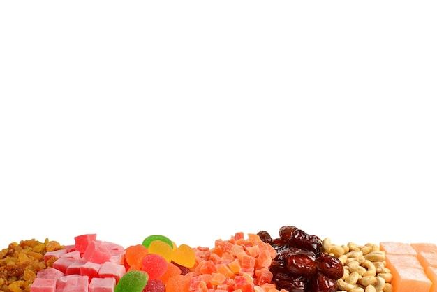 Mieszanka orzechów i suszonych owoców i słodkich tureckich przysmaków tła.