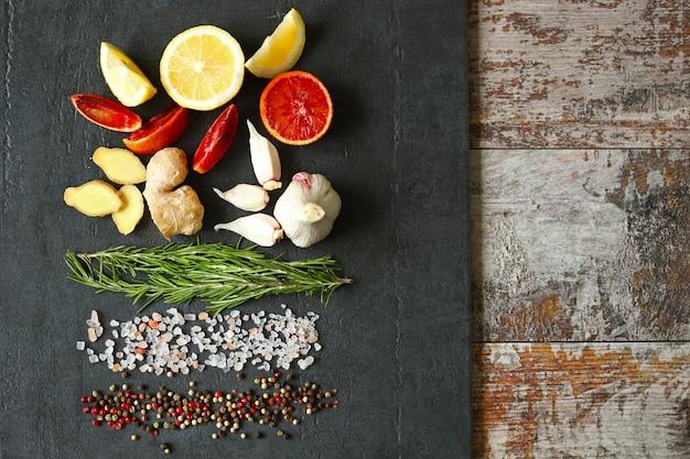 Mieszanka papryki, sól himalajska, rozmaryn, czosnek, cytryna, imbir, czerwona pomarańcza.